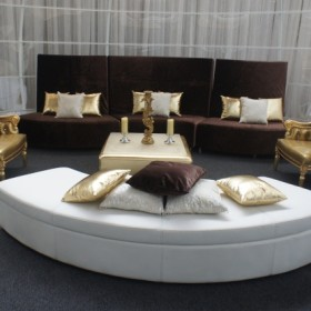 curve_sofa_with_jules_gold